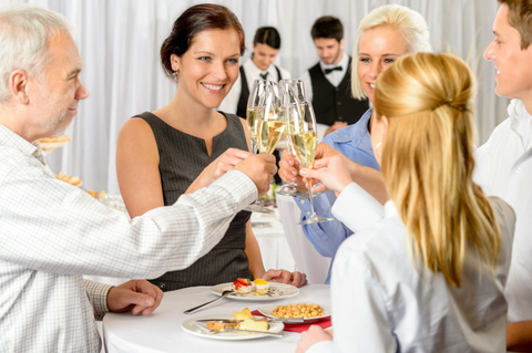 make-sure-you-ask-these-questions-before-booking-a-hotel-for-a-family-reunion